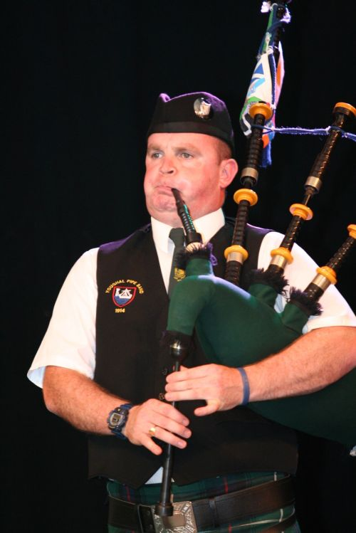 Festival Interceltique Lorient 2004 - Youghal Pipe Band (112)