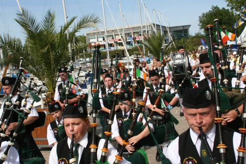 Festival Interceltique Lorient 2004 - Youghal Pipe Band (157)