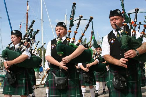 Festival Interceltique Lorient 2004 - Youghal Pipe Band (2)